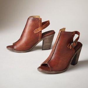 FRYE Izzy Artisan Sling Heel
